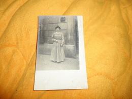 CARTE POSTALE PHOTO ANCIENNE CIRCULEE DE 1904.../ FEMME PANCARTE COURS & LECONS DE MANDOLINE.. CACHET + TIMBRE - Photos