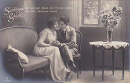AK Sonniges Glück - Mann Und Frau Auf Sofa - 1920  (41349) - Paare