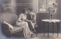 AK Sonniges Glück - Mann Und Frau Auf Sofa - 1920  (41349) - Couples