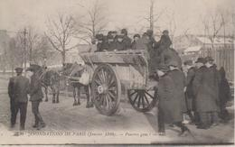CPA Paris - Inondations De Paris (janvier 1910) - Pauvres Gens (très Belle Scène) - Inondations De 1910
