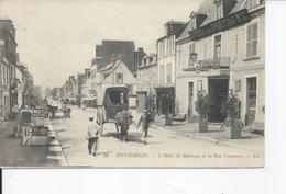 PONTORSON   L'hotel De Bretagne Et La Rue Couesnon 1916 - Pontorson