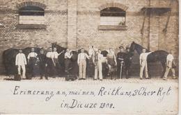 57 - DIEUZE - CARTE PHOTO - MILITAIRES ALLEMANDS PANSANTS LEURS CHEVAUX - Dieuze