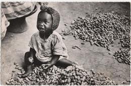 Guinee - Petit Marchand D\'Arachides - Guinea