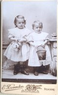 PHOTOGRAPHIE ENFANTS AVEC JOUETS  BONNE COMPOSITION FORMAT C D V - Photos