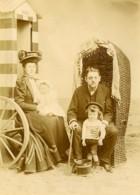 Belgique Ostende Famille Posant Cabine De Plage Jeux Ancienne Photo Amateur 1900 - Foto