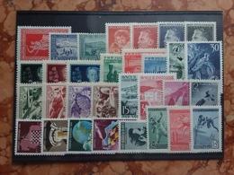 JUGOSLAVIA Anni '40/'50 - Lotticino 31 Francobolli Differenti Nuovi ** + Spese Postali - Nuovi