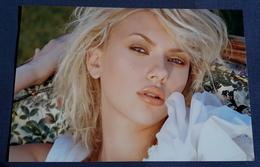 SCARLETT JOHANSSON > Schauspielerin > Sexy Pin-Up Portrait > Hochglanz-Star-Photo Im Format Ca. 18,5 X 12,5 Cm (pf249) - Photographs