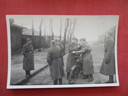 RPPC Soldiers  With Motorcycle      Ref 3381 - Militaria