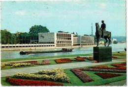 Liege  Palais Des Congrés Avec Monument Albert I - Liege