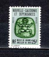 NOUVELLE CALEDONIE  SERVICE N° 32   NEUF SANS CHARNIERE COTE  1.50€  MUSEE OREILLER DE BOIS - Dienstpost