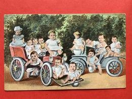 1907 - OLDTIMERS MET BABIES - PISPOT - POT DE CHAMBRE - BEBES DANS DES AUTOMOBILES - Bébés