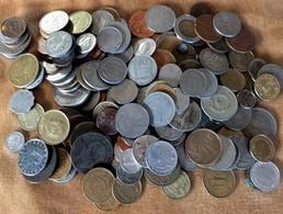 SÉLECTION MONNAIES DU MONDE EN VRAC- 1,5 KG.- EPOQUES ET PAYS DIVERS- 2 SCANS - Monnaies & Billets