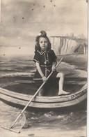 Fou10-----------carte  Photo Jeune Fille Dans Un Bateau---a Carette Photo--eu Et Mers---voir Recto Verso - Eu