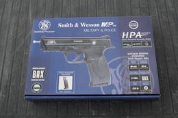 Réplique De Poing Smith & Wesson MP 40 - Militaria