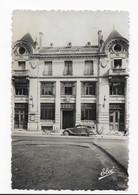 17  SAINTES   LA GRANDE POSTE   VOITURE  1951  BON ETAT   2 SCANS - Saintes