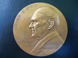 Ancienne Médaille Bronze  Signée JH COEFFIN. Président De La République RENE COTY 1953 - France