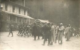 CARTE PHOTO  OFFICIER ET SOLDATS DANS LES VOSGES - Oorlog 1914-18