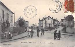 02 - NOGENT L'ARTAUD : Le Pont Entrée Du Pays ( Bonne Animation )  CPA Village (2.200 H) - Aisne - Autres Communes