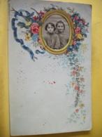 B20 1917 CPA FANTAISIE - BON SOUVENIR DE MON ECOLE - PETITE PHOTO : 2 FILLETTES DANS CADRE ENTOURE DE ROSES - A Systèmes