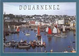 29 DOUARNENEZ Vieux Port, Jour De La Fête Des Vieux Gréements (aout 1986) ; Chalutiers, Voiliers, Vedettes, Yachts - Douarnenez