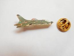 Beau Pin's , Aviation , Avion , Armée De L'Air , Signé Segalen Collection - Avions