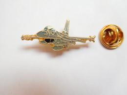 Beau Pin's , Aviation , Avion , Armée De L'Air , Signé Segalen Collection - Airplanes