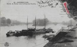 COURBEVOIE - BORDS DE SEINE VERS LE PONT DE NEUILLY - BELLE ANIMATION DE PENICHES - VERS 1900 - Courbevoie
