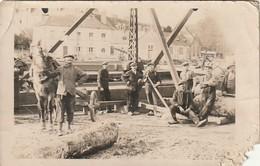 Rare Carte Photo Groupe D'hommes Sur Chantier Avec Cheval - Photos