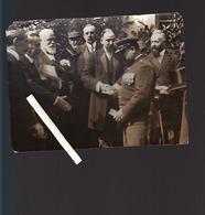 """Photo """"Décoration De L'agent Rouge, M.Klotz Lui Serranr La Main"""" Cachet Agence H.Rol - Guerre, Militaire"""