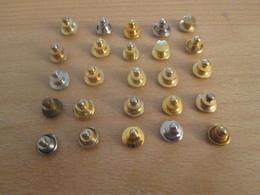 519c LOT D'ATTACHES DE SECURITE (METALLIQUES) POUR PIn'S (25 Tels Que Sur Photo) - Badges