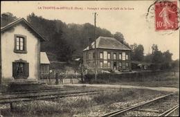Cp La Trinité De Réville Eure, Passage à Niveau Et Café De La Gare - Autres Communes