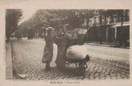 CPA PARIS VECU @ DANS LA RUE  @ - France