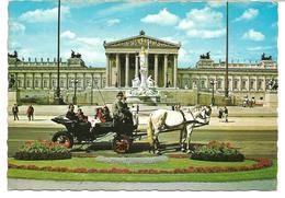 3074f: AK Wiener Fiaker Vor Dem Parlament, Gelaufen 1981 Nach 2471 Rohrau - Pferde