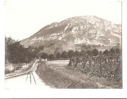 Aix Les Bain - Chemin De Fer Mon Revard - La Ligne Du Chemin De Fer Avec Le Train Au Loin - Vers 1900 - Trains