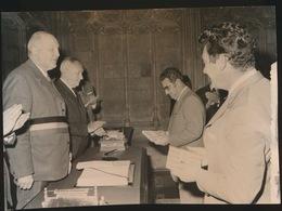 STEENHUIZE      FOTO 1973   -  15 X 9 CM  -  ONTVANGST MEDEWERKERS BLOEMENTAPIJT - Herzele