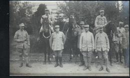 Militaria, Carte-photo D'un Groupe De Soldats, Sur Papier Roumain, Voir Verso - Personen