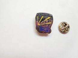 Beau Pin's En EGF , Armée Militaire , Ecole Des Fusiliers Marins , Marine , Signé Segalen Collection - Militares