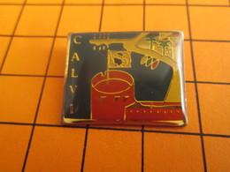 411H Pins Pin's / Rare & Belle Qualité  THEME VILLES / CORSE CALVI La Capitale Des Chauves SI SI ! - Villes