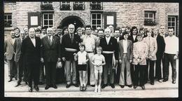 HOUTHULST    FOTO 1973   -  15 X 9  CM  -  SCHOLIEREN VAN W.S. HOUTHULST OP HET GEMEENTEHUIS - Houthulst