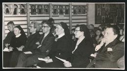 ADEGEM  FOTO 1973   -  15 X 8  CM  -  AFSCHEIDSFEEST ZUSTER BESTUURSTER - Maldegem