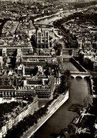 PARIS VUE AERIENNE LA SEINE RIVE GAUCHE DE L'ILE DE LA CITE L'EGLISE NOTRE-DAME DE PARIS  Francia  France Frankreich - Notre Dame De Paris