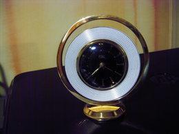 ANCIEN REVEIL ART DECO SOLO SUPERBE ET EN TRES BON ETAT DE FONCTIONNEMENT VINTAGE - Alarm Clocks