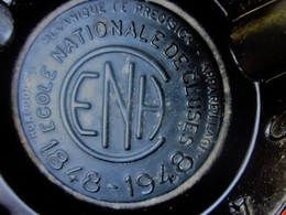 Centenaire 1848-1948 CENDRIER Tôle Noir E.N.H.C École Nationale Horlogerie De CLUSES-Mécanique De Précision-commémoratif - Ashtrays