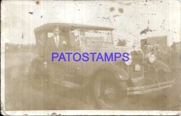 113001 AUTOMOBILE OLD CAR AUTO SEDAN AND MAN SPOTTED POSTAL POSTCARD - Postales