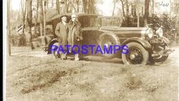 113002 AUTOMOBILE OLD CAR AUTO SEDAN AND COUPLE BOIS DE BOULOGNE  POSTAL POSTCARD - Postales