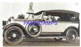 113008 AUTOMOBILE OLD CAR AUTO SEDAN AND WOMAN PHOTO NO POSTAL POSTCARD - Postales