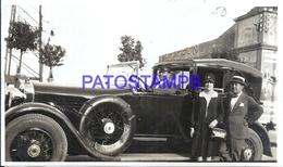 113009 AUTOMOBILE OLD CAR AUTO SEDAN AND DRIVER & COUPLE PHOTO NO POSTAL POSTCARD - Postales