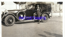 113011 AUTOMOBILE OLD CAR AUTO SEDAN AND WOMAN & MAN'S PHOTO NO POSTAL POSTCARD - Postales