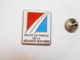 Superbe Pin's En Zamac , Rallye De France De La Sécurité Routiére , Auto Moto - Rally