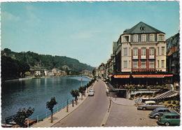 Dinant: AUSTIN A40 COUNTRYMAN, VW 1200 KÄFER/COX, SIMCA VEDETTE VERSAILLES - Hotel De La Collégiale, 'Dort Pils' - PKW